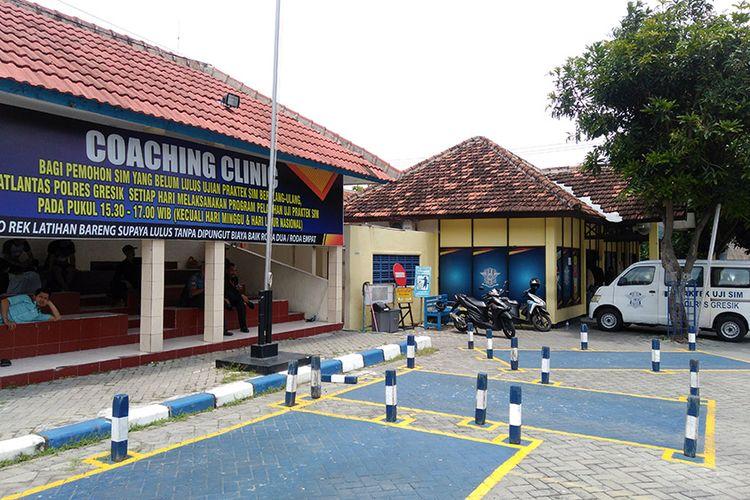 Demi membantu pemohon SIM menjalani ujian praktik dengan baik, Satlantas Polres Gresik membuka layanan coaching clinic.