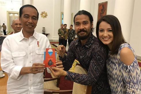 Chicco Jerikho Hadiahkan Tiwus untuk Presiden Jokowi