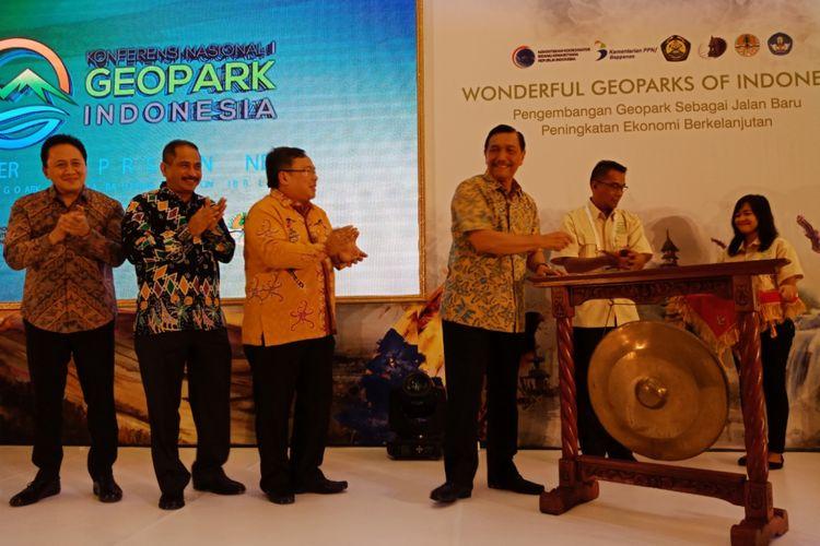 Kemenko Maritim Luhut Binsar Panjaitan membuka acara Konfrensi Geopark Indonesia 1, di Auditorium Kementerian ESDM, Jakarta, Kamis (12/7/2018)