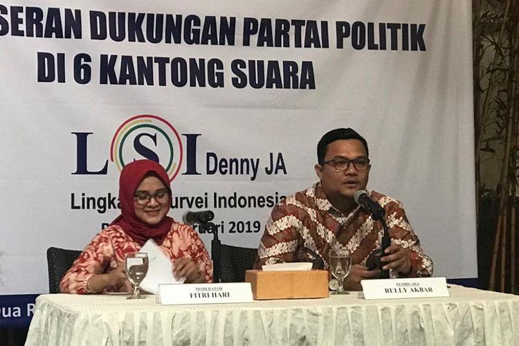 Peneliti LSI Denny JA Rully Akbar saat konferensi pers di kantornya, Jakarta Timur, Rabu (20/2/2019).