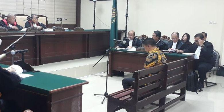 Cabup Jombang Nyono Suharli hadiri sidang perdana kasus korupsi di Pengadilan Tipikor Surabaya