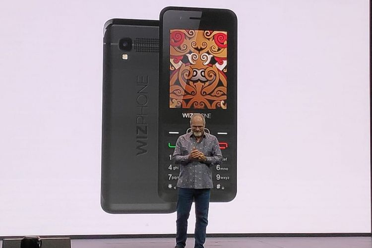 Vice President Engineering Google Assistant, Scott Huffman dalam peluncuran ponsel fitur Wizphone di Jakarta, Selasa (4/12/2018)