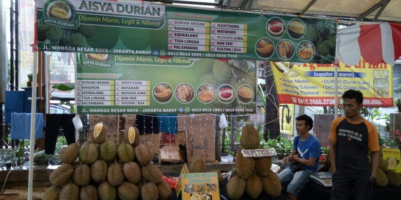 Festival Durian dan Olahannya di Blok M Square, mulai 24 November - 3Desember 2017, menyajikan diskon hingga 50 persen untuk olahan durian.