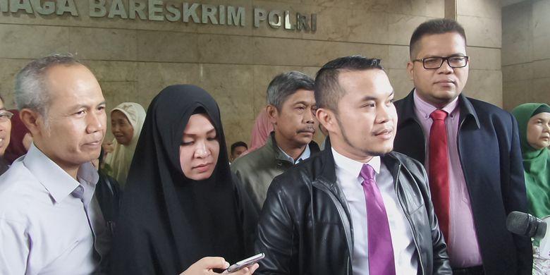 Sejumlah korban agen travel umrah PT Garuda Angkasa Mandiri berkonsultasi sebelum membuat laporan polisi di Bareskrim Polri, Jakarta, Senin (5/2/2018).