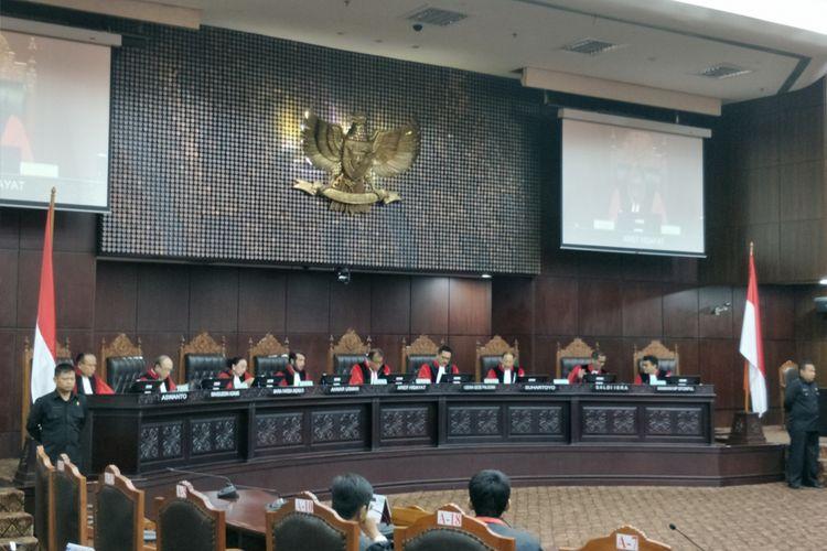Mahkamah Konstitusi (MK) menggelar sidang pembacaan putusan permohonan uji materi Peraturan Pemerintah Pengganti Undang-Undang No. 2 Tahun 2017 tentang Organisasi Kemasyarakatan (Perppu Ormas) di gedung MK, Jakarta Pusat, Selasa (12/12/2017).