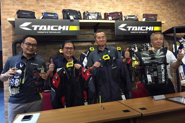 Cargloss Group resmi menjadi distributor tunggal produk perlengkapan berkendara asal Jepang, RS Taichi. Memorandum of Understanding ditandatangani kedua pihak di pabrik Cargloss Group di Citeureup, Jawa Barat, pada Senin (25/6/2018).