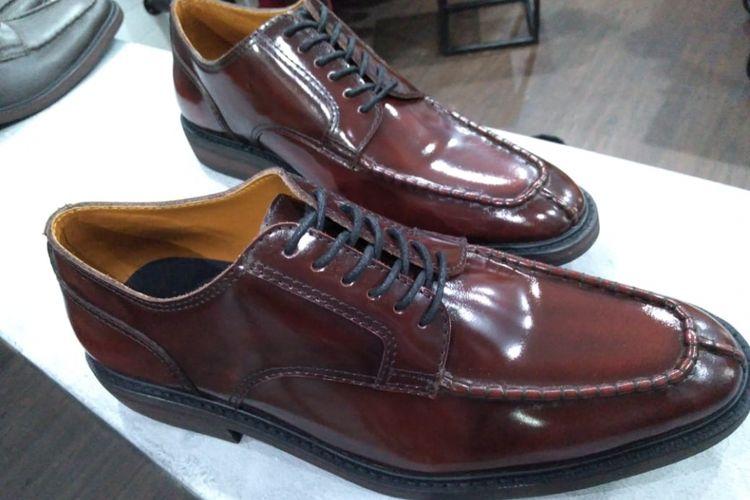 Sepatu oxford split toe tersebut kini menjadi salah satu sepatu formal yang diburu kaum milenial.
