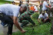 Ganjar dan Ratusan PKL Bersih-bersih Sungai di Demak