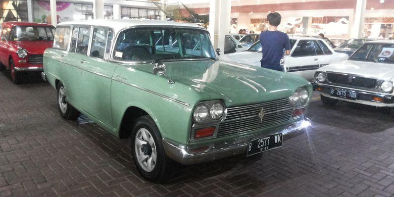 Salah satu mobil retro yang meramaikan pameran mobil Classic FOr The Young Generation yang diadakan Perhimpinan Penggemar Mobil Kuno Indonesia di Tangerang, Sabtu (31/3/2018).