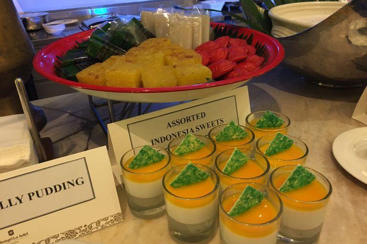 Aneka kue khas Indonesia yang dihidangkan khusus untuk bulan Ramdhan di SATOO Restoran, Shangri-La, Jakarta, Rabu (18/4/2018).