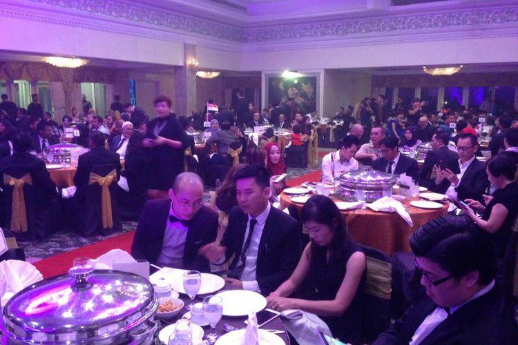 Anggota jaringan investasi virtual Bitcoin saat malam apresiasi di salah satu Hotel di Malaysia, 8 Mei 2016.