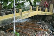 Jaring Sampah di Kali Perbatasan Kota dan Kabupaten Bekasi Jebol