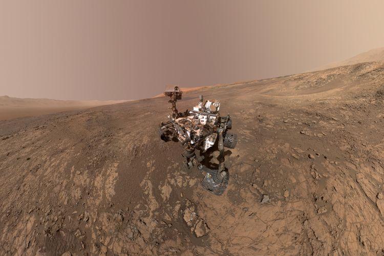 Foto selfie yang diambil Curiosity di punggung bukit Vera Rubin.