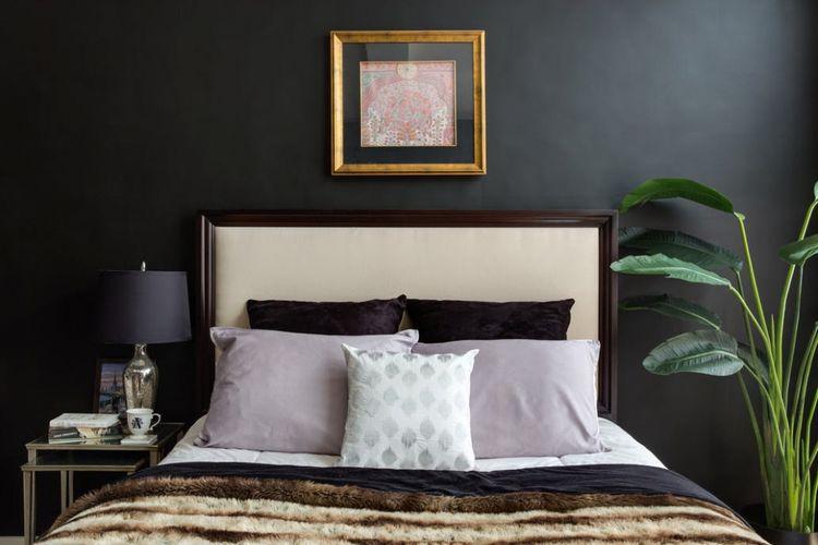 Warna cat hitam pada apartemen studio.