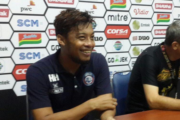 Kapten tim Arema FC Hamka Hamzah setelah dinobatkan menjadi pemain terbaik Piala Presiden 2019 di Stadion Kanjuruhan, Kabupaten Malang, Jumat (12/4/2019)