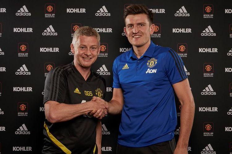 Manchester United resmi merekrut bek Harry Maguire dari Leicester City.