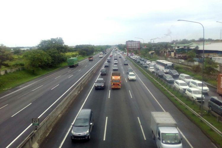 Ilustrasi. Kepadatan di KM 57 tol Jakarta-Cikampek.