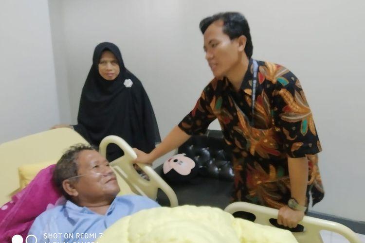 Niman, Ketua PPS Cimpaeun yang dirawat di Trimitra Cibinong, Depok, Senin (22/4/2019).