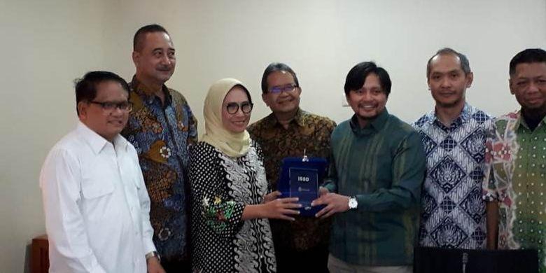 Fraksi Partai Golkar yang tergabung di komisi tersebut merasa perlu menyoroti pembinaan olahraga usia dini sebagai titik awal, tak hanya untuk membangun prestasi olahraga yang lebih baik, tapi juga membentuk karakter bangsa yang lebih kokoh, disiplin, dan jujur sehingga berguna bagi Indonesia.