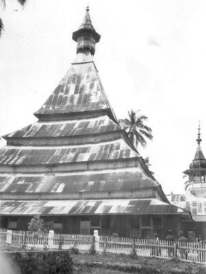 Mesjid kuno yang kini diberi nama mesjid Raya di Lima Kaum.
