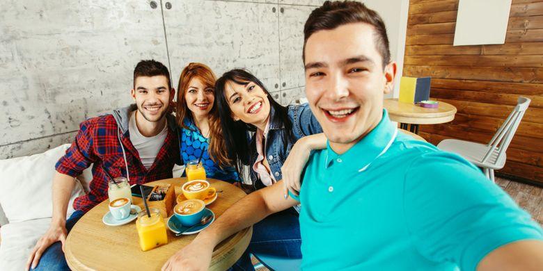 Ilustrasi group selfie