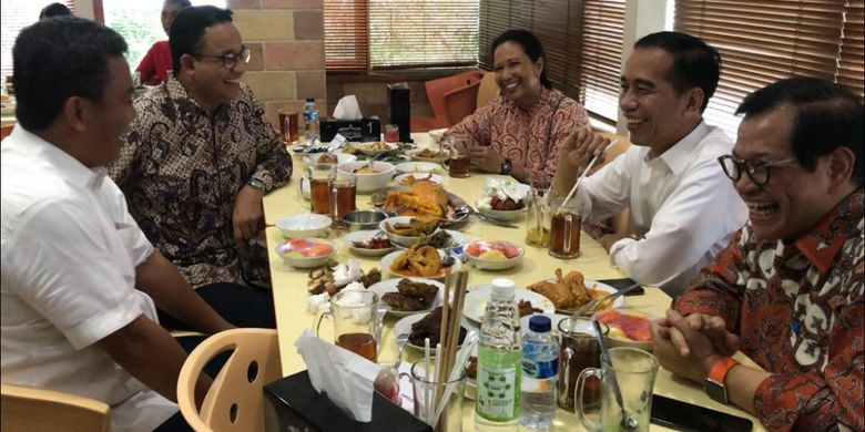Suasana makan siang Presiden Joko Widodo dengan sejumlah pejabat, Sabtu (26/1/2019), yakni Gubernur DKI Jakarta, Menteri BUMN Rini Soemarno, Sekretaris Kabinet Pramono Anung dan Ketua DPRD DKI Jakarta Prasetio Edi Marsudi.