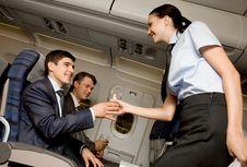 7 Kesalahan Saat Memesan Makanan dan Minuman di Pesawat