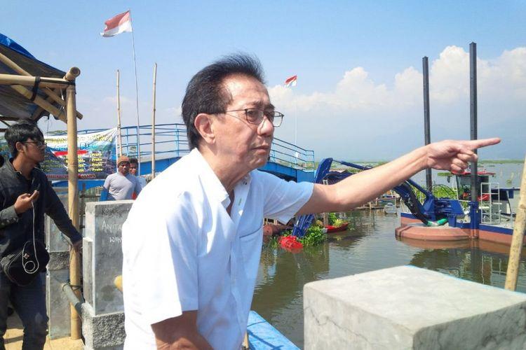 Direktur Sido Muncul Tbk, Irwan Hidayat  di dermaga Sumurup, desa Asinan, kecamatan Bawen, Kabupaten Semarang, Kamis (20/7/2017) siang.