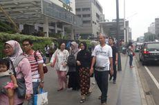 Habis Mencoblos, Warga Jalan-jalan Pakai MRT