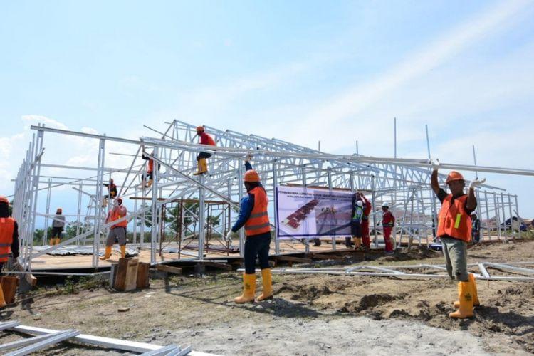 Pembangunan hunian sementara (huntara) untuk korban gempa bumi di Sulawesi Tengah.