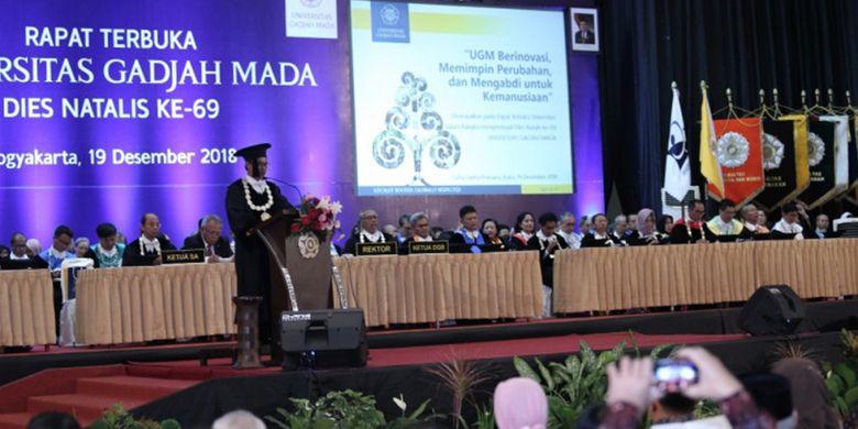 Orasi ilmiah oleh Prof. Dr. Chairil Anwar berjudul Membangun Inovasi Saintek UGM Untuk NKRI dalam Dies Natalis UGM ke-69.