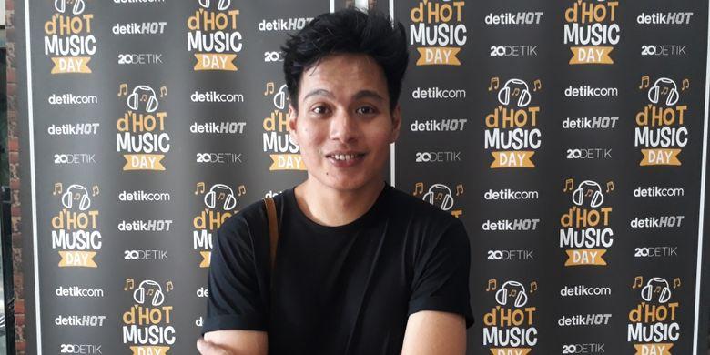 Rendy Pandugo ditemui ketika hadir pada acara dHot Music Day di Jakarta Selatan, Kamis (9/3/2017).