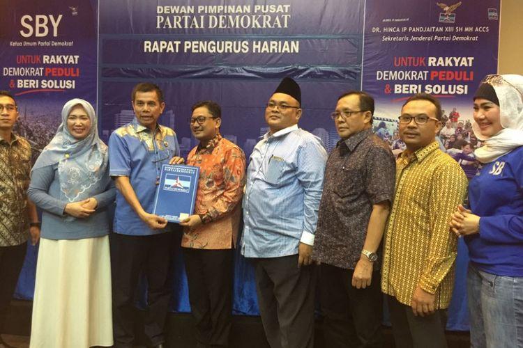 Abdul Malik Haramain menerima rekomendasi Partai Demokrat untuk maju pada Pilkada Kabupaten Probolinggo 2018.