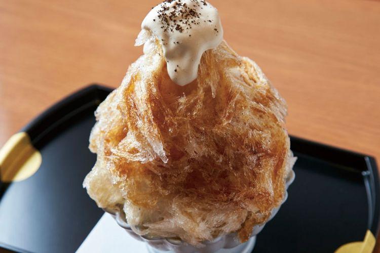Es serut yang dijual terbatas saat musim panas Kopi Wasanbon (1.080 yen). Hidangan ini dibuat dari es alami dari Nikko, Shogetsu Himuro.