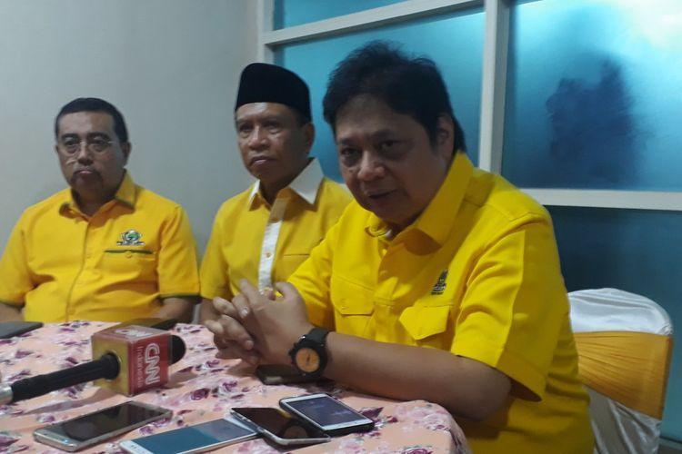 Ketua Umum Partai Golkar (kanan)