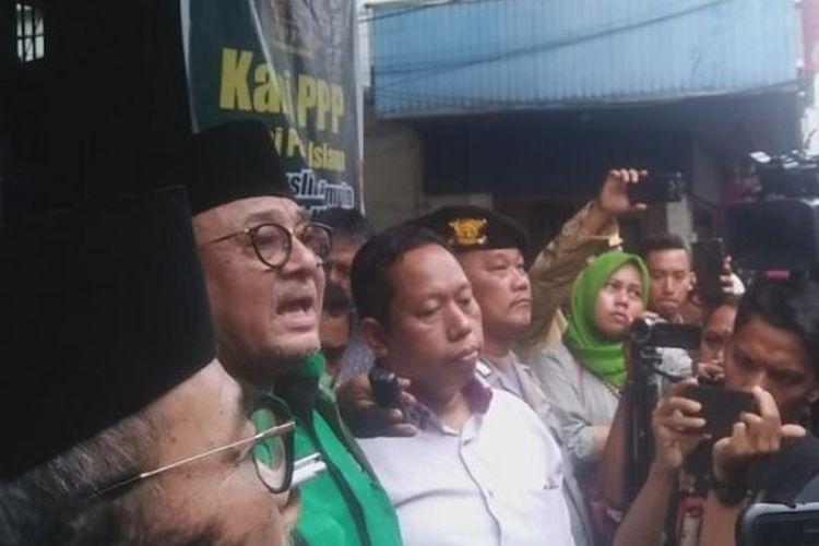 Ketua Dewan Pimpinan Wilayah (DPW) PPP Sumatera Utara, Yulizar Parlaungan Lubis saat mengemukakan pernyataan sikap DPW PPP di jadapan awak media, Kamis (11/1/2018).