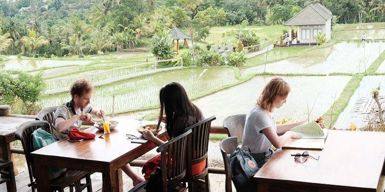 Restoran Sari Organik ada di tengah sawah di Ubud, Gianyar Bali.