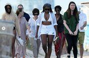 Saat Michelle Obama Muncul dengan Bikini Putih di Pantai Miami...