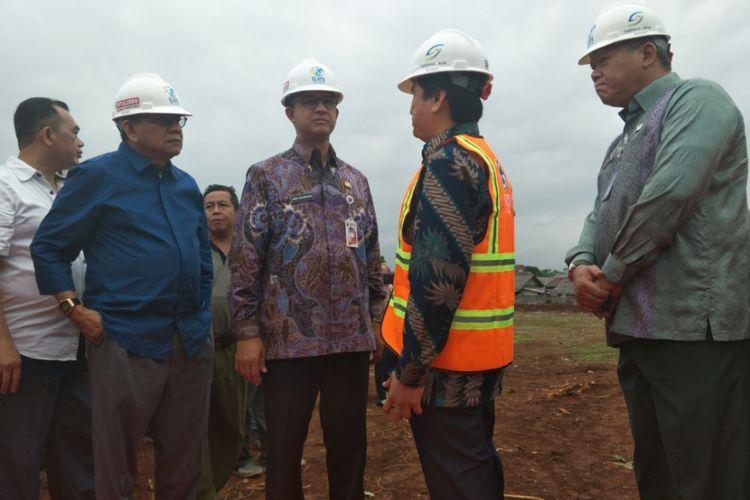 Gubernur DKI Jakarta, Anies Baswedan beserta jajarannya saat melakukan groundbreaking pembangunan rumah DP 0 persen