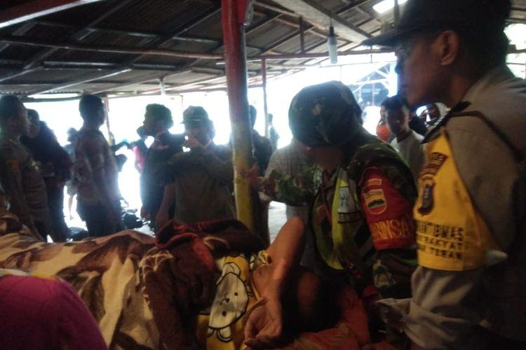 Evakuasi korban tersambar petir di puncak Gunung Sibayak, yang berada di Kabupaten Karo, Sumatera Utara, Rabu sore(12/6/2019)