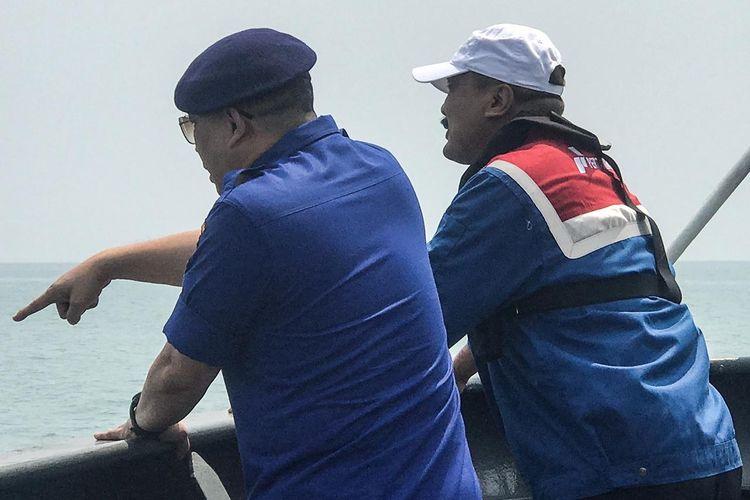 Tim HSSE Pertamina beserta Tim Polairud memantau Perairan Kepulauan Seribu dengan Kapal Kapodang, Kamis (15/8/2019).