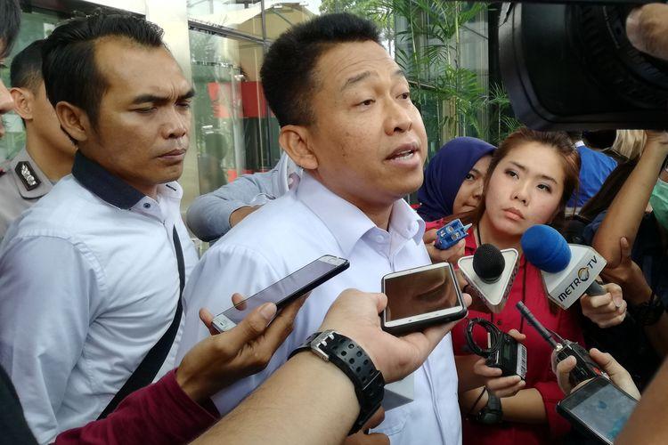 Sekretaris Jenderal Kementerian Agama (Kemenag) Nur Kholis Setiawan saat keluar dari Gedung Merah Putih KPK, Jakarta, Senin (13/5/2019).