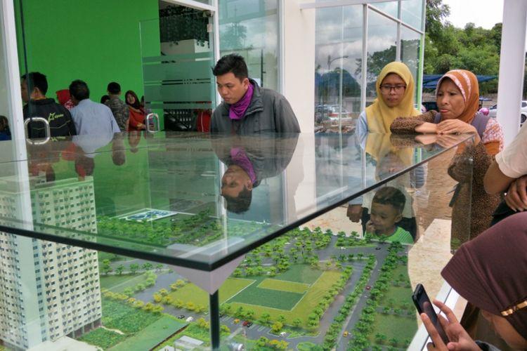 Pada Sabtu (20/1/2018) warga berbondong-bondong mengunjungi show unit rumah DP 0 rupiah Klapa Village  yang pada tahap pertama dibangun di kawasan Pondok Kelapa, Duren Sawit, Jakarta Timur.