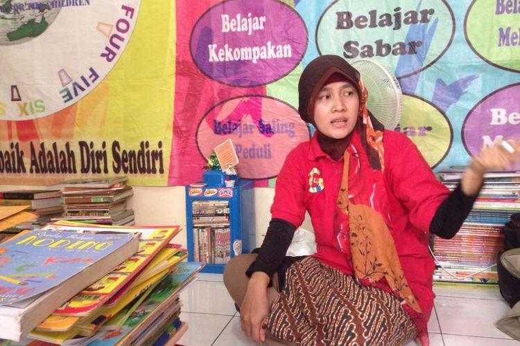 Sisi Wahyu, Pendiri Komunitas Warung Baca Mata Air.