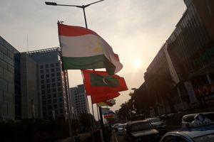 Bendera Bertiang Bambu yang Melawan Kekuatan Jempol 'Netizen'