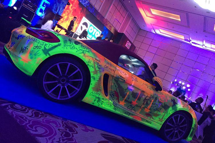 Rekor Otomotif Indonesia (ROI) memberikan penghargaan resmi buat Oto Multiartha dengan gelar ?Pengecatan ?Freehand? di atas Satu Unit Mobil dengan Peserta Terbanyak (125 orang)?. Mobil yang digunakan Porsche Boxter.