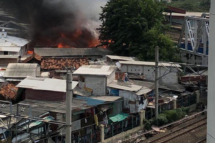 Kebakaran melalap sejumlah pemukiman warga di kawasan Kampung Bandan, Ancol, Jakarta Utara Sabtu (11/5/2019) petang.