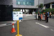 Akses Masuk Parkir DPRD DKI Dijaga, Kendaraan PNS Tidak Boleh Masuk