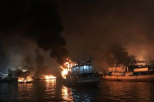Kebakaran Kembali Membesar di Muara Baru, 5 Kapal Lagi Terbakar