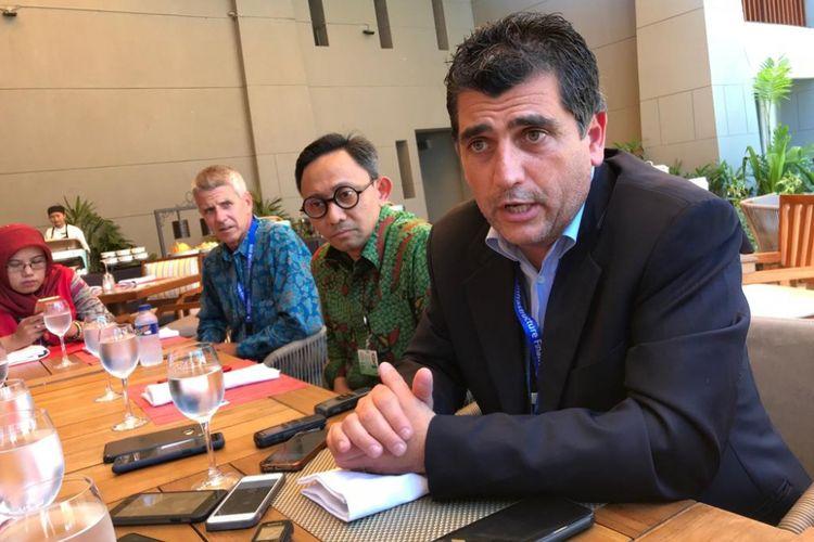 Wajih Malki (kanan), investor asal AS yang hadir dalam Pertemuan Tahunan IMF-Bank Dunia di Bali, Selasa (9/10/2018). Malki menceritakan alasannya memutuskan berinvestasi di Indonesia, khususnya sektor pariwisata di Mandalika.